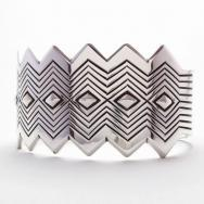 【Thomas Curtis】 ZigZag Edged Stamped Heavy Silver Wide Cuff