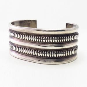 Attributed to【NAVAJO GUILD】Chiseled Silver Wide Cuff c.1940~