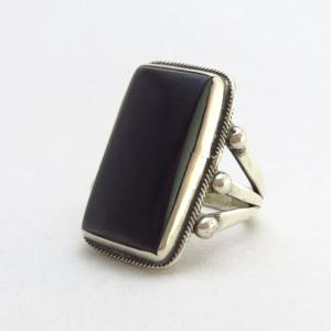 Antique Split Shank Silver Ring w/Square cut Jet  c.1940