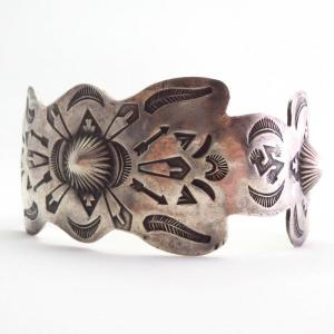 【GARDEN OF THE GODS】 Antique 卍 Stamped Wide Cuff  c.1925