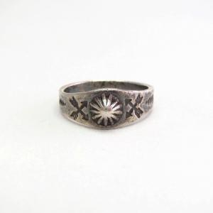 Antique Shell Repouse & Stamped Narrow Silver Ring  c.1930~