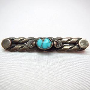 Vintage Twisted Silver Small PinBrooch w/Turquoise