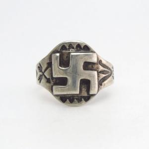 Atq Navajo 卍 Applique & Asymmetry Stamped Silver Ring c.1930