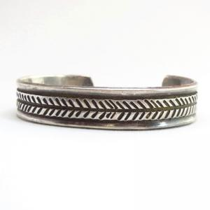 【UITA22】 Vintage Filed & Stamped Silver Cuff Bracelet c.1940