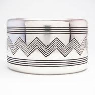 【Thomas Curtis】 Navajo Chevron Lined Heavy Silver Wide Cuff