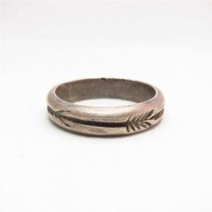Vintage Arrows Stamped Halfround Wire Silver Ring  c.1940~