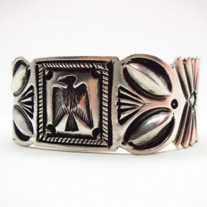 【Ernie Lister】 Navajo Thunderbird Stamped Coin Silver Cuff