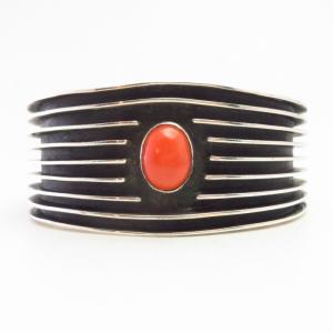 【Johnny Mike Begay】 Navajo Tracks Style Cuff w/Coral c.1960~